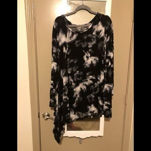 Tops - Soft black and white top